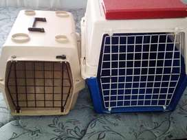 Pet traveling carriers