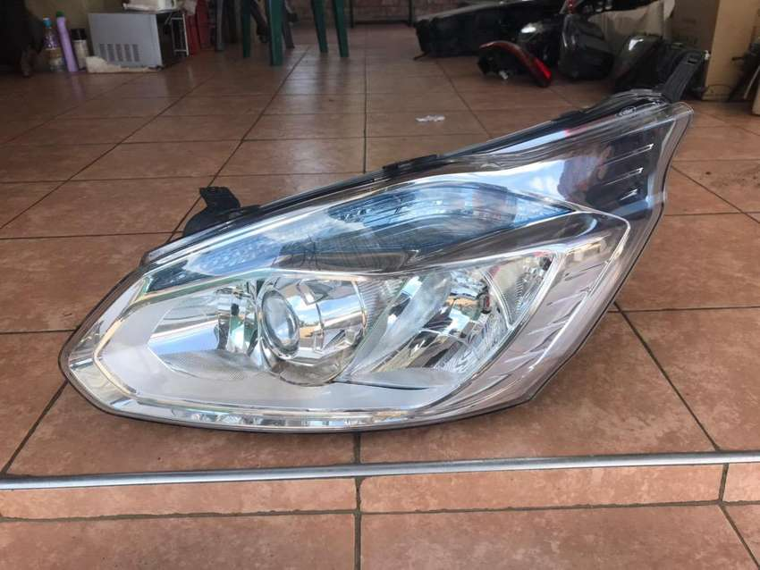 Ford transit right side projector headlight 0