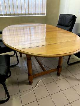 Oak Dining Room Table (extendable)