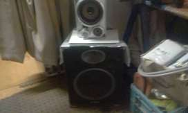 Good condition sound system and speakers amp dell screen compaq box