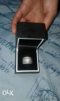 Image of wedding set for sale.includes box