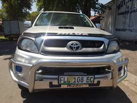 2011 Toyota Hilux Raider 3.0 4x4 with leather seats and Canopy