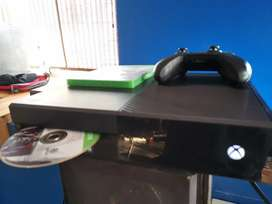 Xbox one 1T CD drive with controller and 2 games