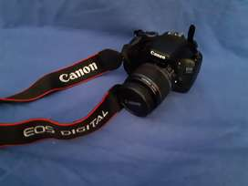 Canon EOS 550D camera for sale. Includes a Speedlite 270EX flash, char