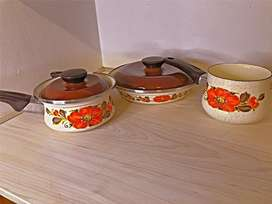 Vintage Sanko Ware set from the 70's