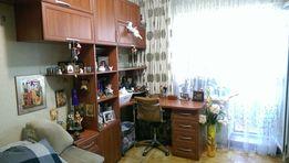 Функциональная рабочая стенка!Письменный стол с пеналом и антресолями!