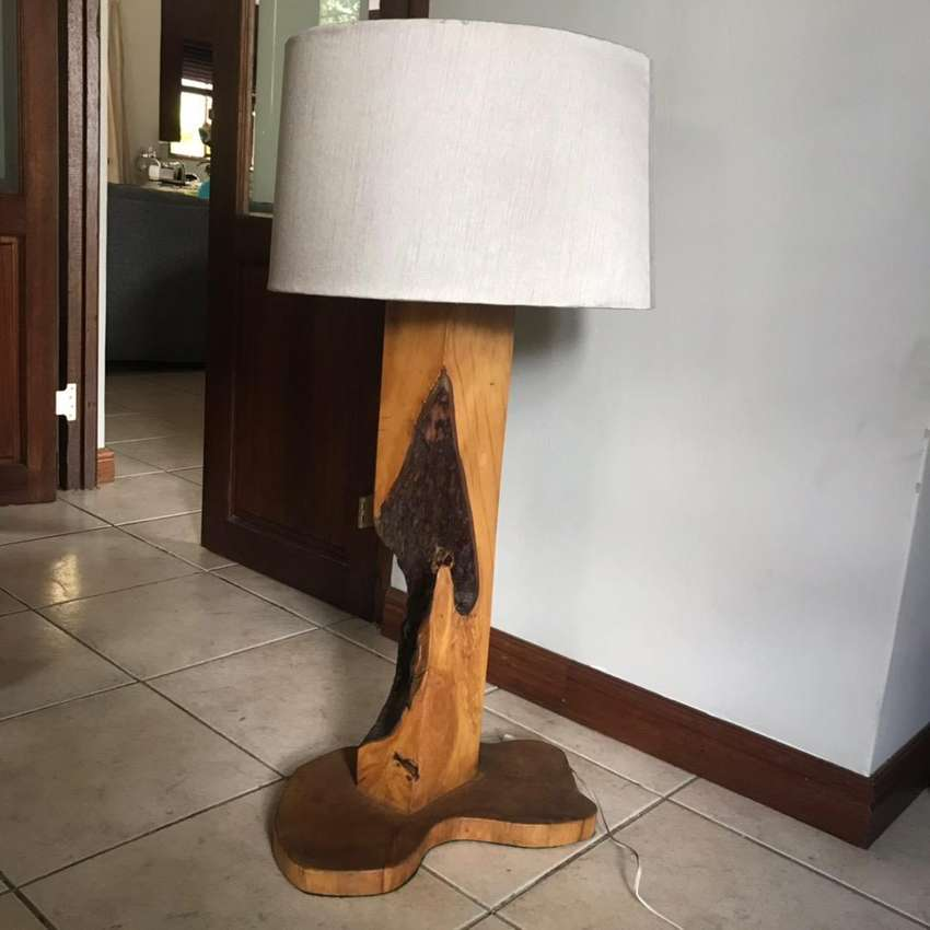 Solid wooden base lamp 0
