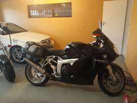 BMW K1200S Black with Paniers
