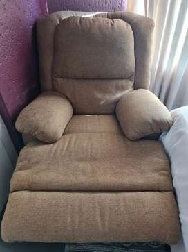 Hai guys am selling my coricaft lazy couch