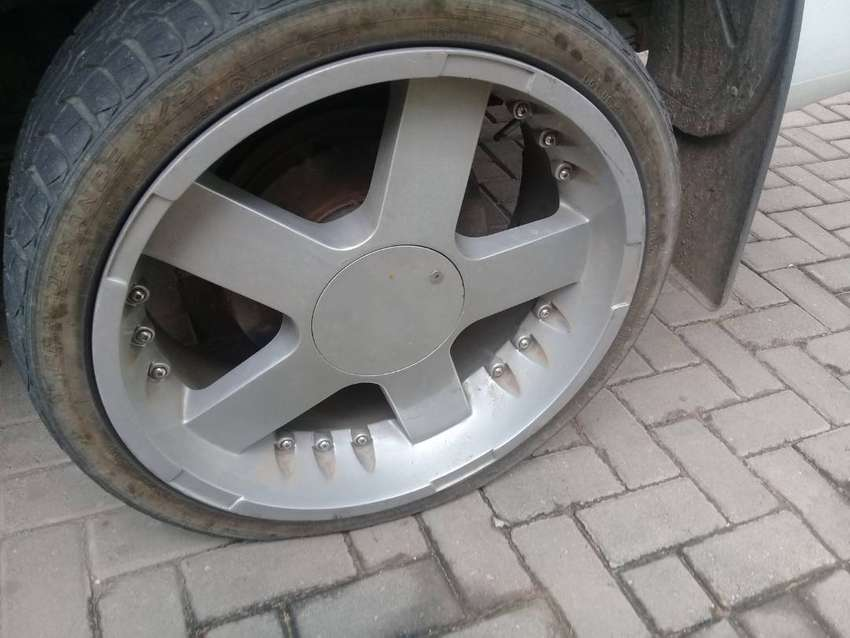 Bakkie 6 hole Mags and tyres for sle 0