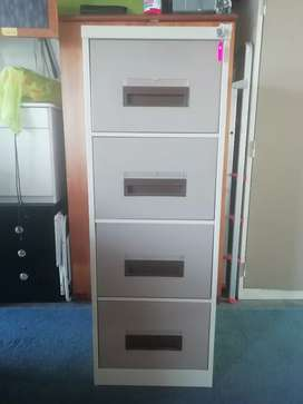 Filing cabinet with key. R799