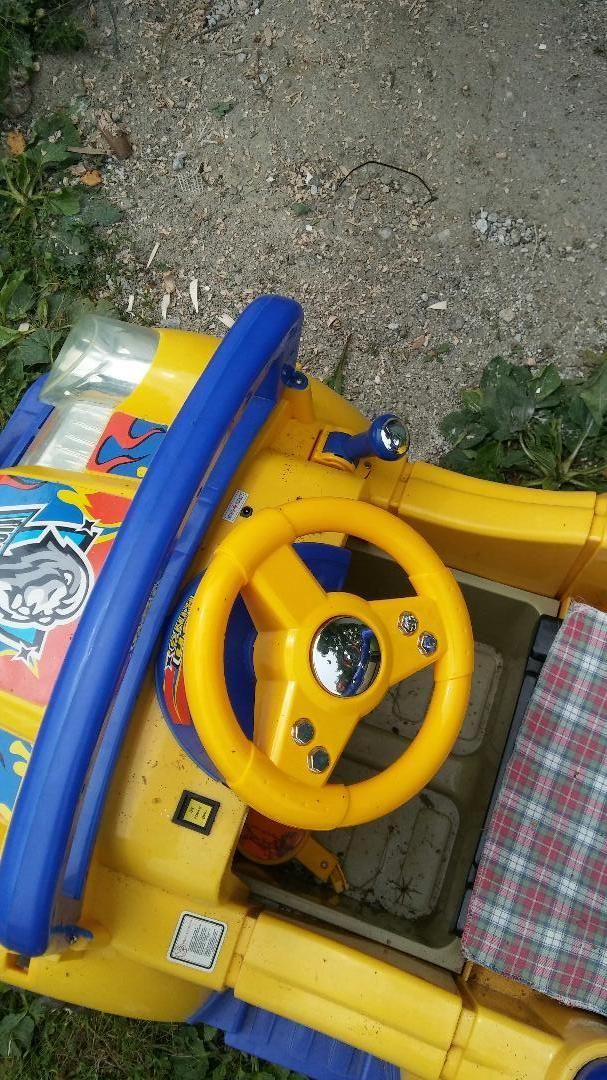Otroski avto na akumulator 0