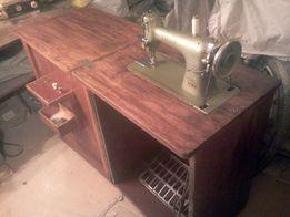 Продам чехословацкую швейную машину Лада с ножным приводом в деревянно