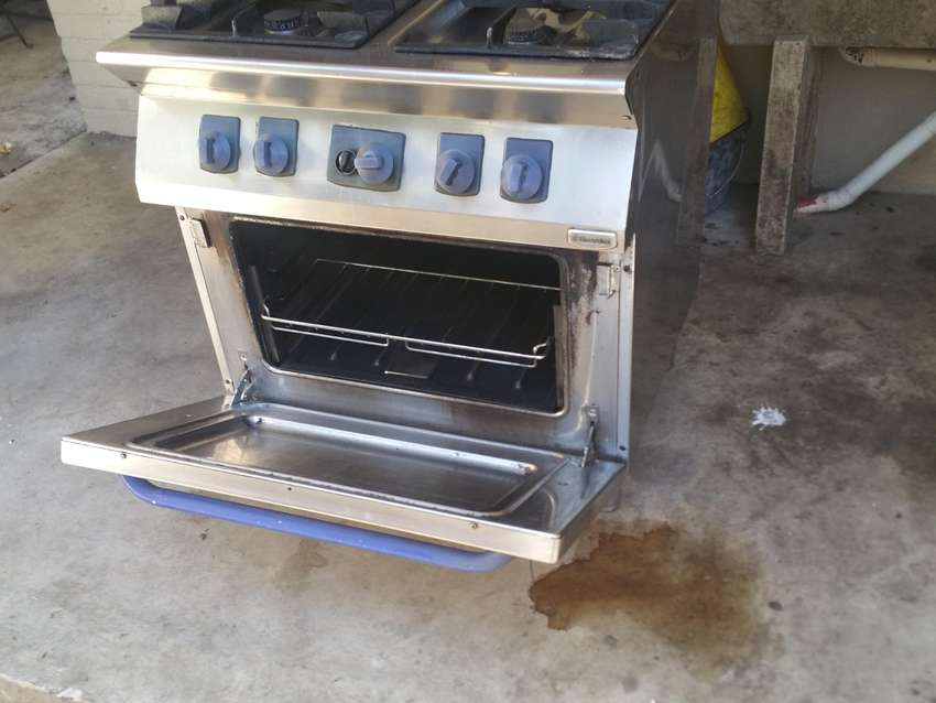Used Undercounter Fridge and Oven 0