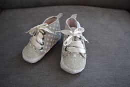 Buciki buty trampki niechodki r.19 chrzest