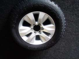17inch Toyota Hilux GD6 original mag with used 265/65/17 to use for sp