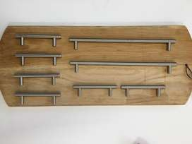 Cupboard and drawer handles