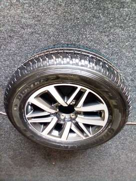 """18"""" Toyota Hilux/Fortuner mag with brand new 265/60/18 Dunlop Grandtre"""