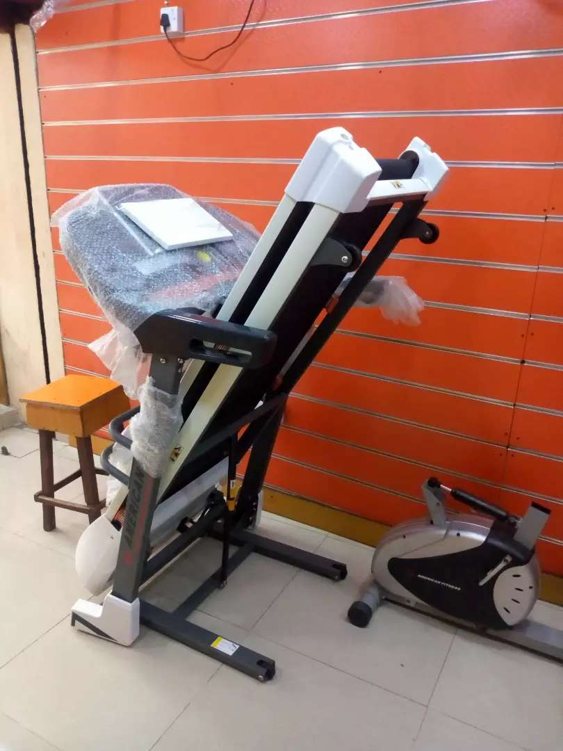 Brand new 2.5hp treadmill with massager 0