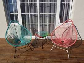 2XChairs Acapulco Egg + side table