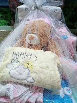 Baby shower gift hampers ( from R250, R350, R500, R700, R1000) )