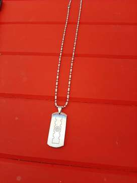 Plain dog tag pendant and chain