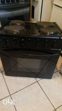 Image of Kelvinator 4 plate fitted stove with an oven griller