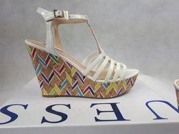 Nowe sandały GUESS koturn biale rzymianki 39 aztec kolorowe