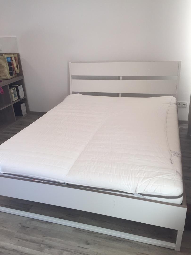Predám minimalne využívanú postel s rozmermi 160x200. Oddelené matrace 0
