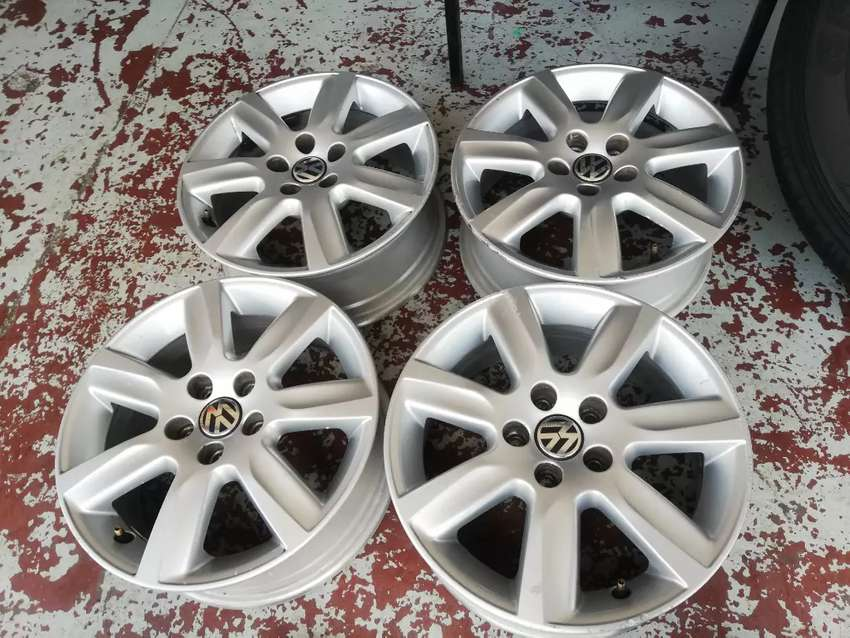 Vw polo mags set size 15 original alloy set used but still in good 0