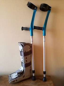 Aersoft Boot & Adjustable Crutches