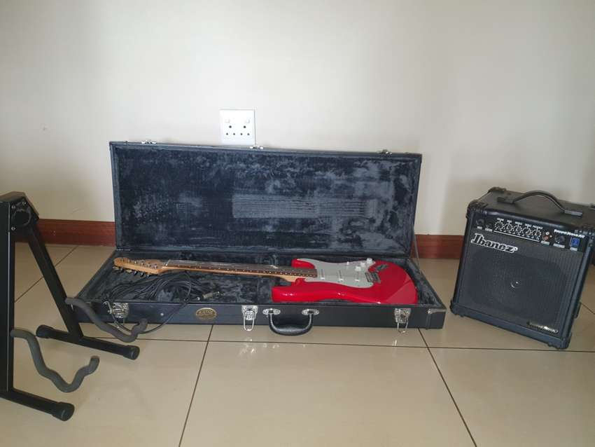 Electric guitar, Ibanez Amplifier, Guitar stand and hard case for sale 0