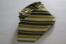 Krawat w zielone paski, prawie jak nowy. Wiąże się sam.