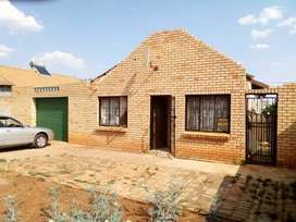 3 bedroom house for sale in lenasia south ext 4 R550 000