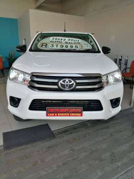 2016 TOYOTA HILUX 2.4 GD6 4X4 WITH 185000KMS SELLING FOR R319995