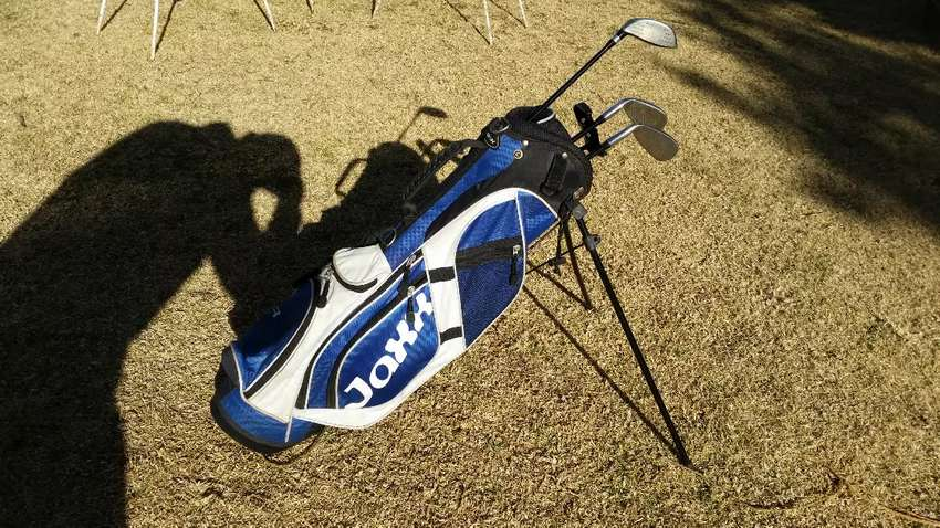 Selling my golf bag with clubs for kids 0