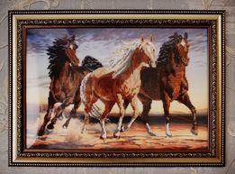 Картина лошади вышита бисером