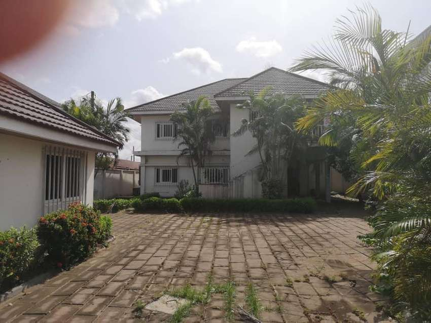 8BEDROOMS STORY WITH BOYS QOUTERS AT ABELEKPE ACCRA 0