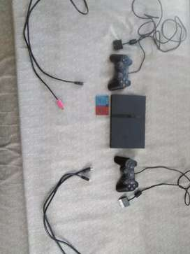 PlayStation 2, 2 dualshock controllers, 2 memory cards, 2 HDMI cables.