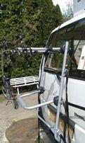 Bagażnik na dwa rowery mocowane za ramę.