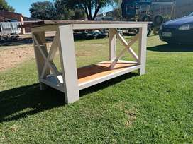 Wooden coffee e table/tv stand