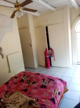 Room in Windsor West R2800. Pay R2200 first month!!!
