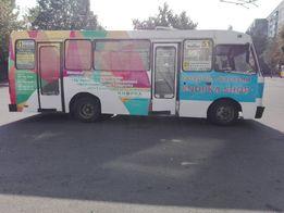Зовнішня світлова транспортна реклама на транспорті вивіска лайтбокс
