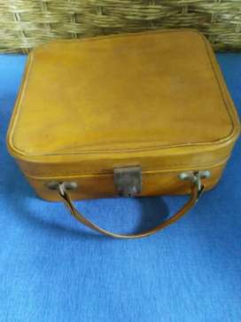 Vintage 1965 style Vanity Case with Latch and free plate coasters x5