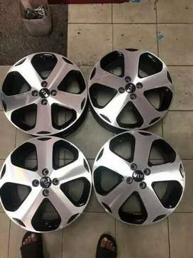 Original set of Kia 17 inch mags