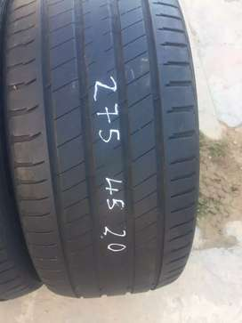 Two seconds hand tyres sizes 275/40/20 continental run flat