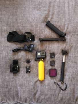 GoPro Hero 5 Black + 3 batteries and Accessories