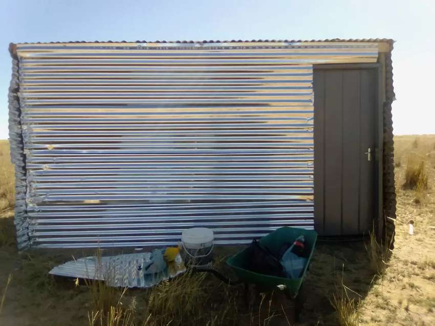 stand & a zinc house for sale 0