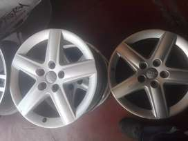 Audi original alloy mags size 17 all in good condition