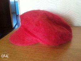 Красная ангоровая кепка